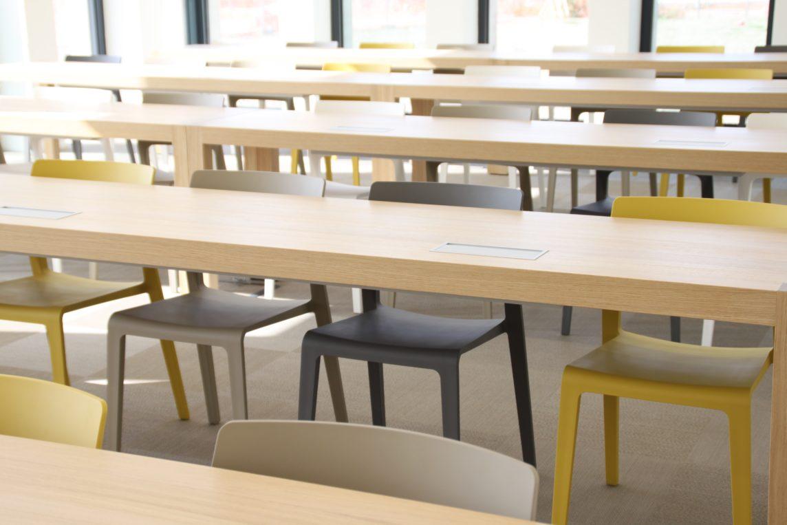 La dimensione dello spazio e degli elementi d'arredo influisce sul carattere di questo spazio, dandone una maggiore o minore flessibilità e condizione d'uso.